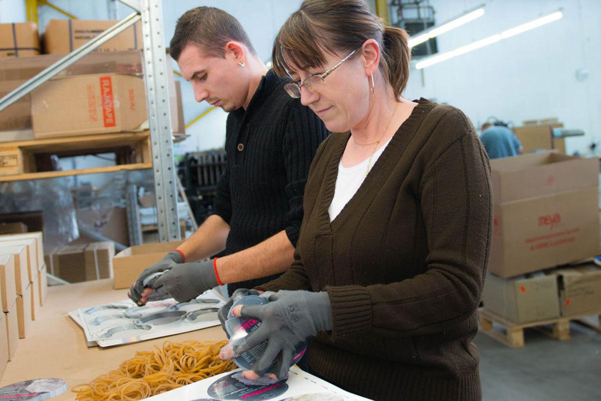 Kunststoffetiketten Weiterverarbeitung - Verpacken und Versenden